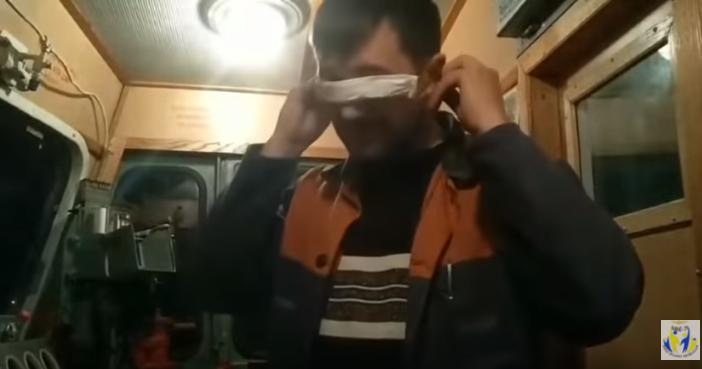 Железнодорожники показали, как их спасают маски из салфеток