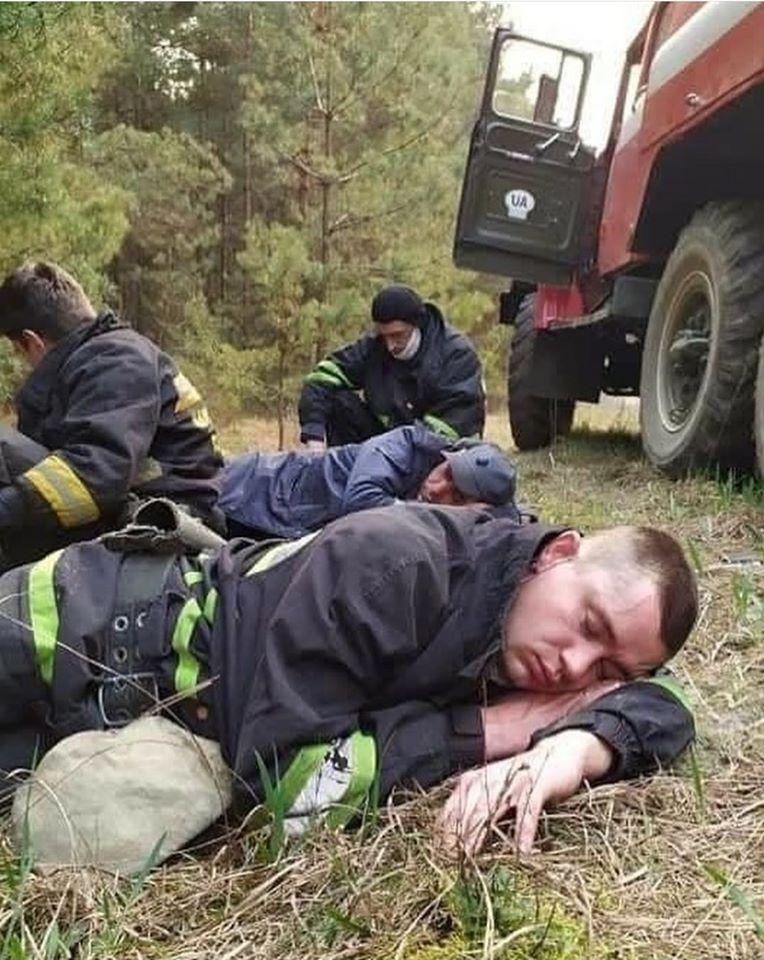 Трогательное фото пожарных из Чернобыля поразило сеть