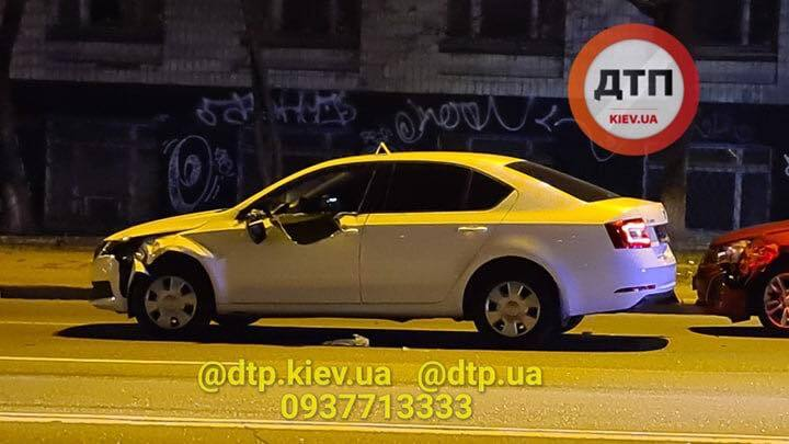 В Киеве полицейское авто сбило насмерть пешехода