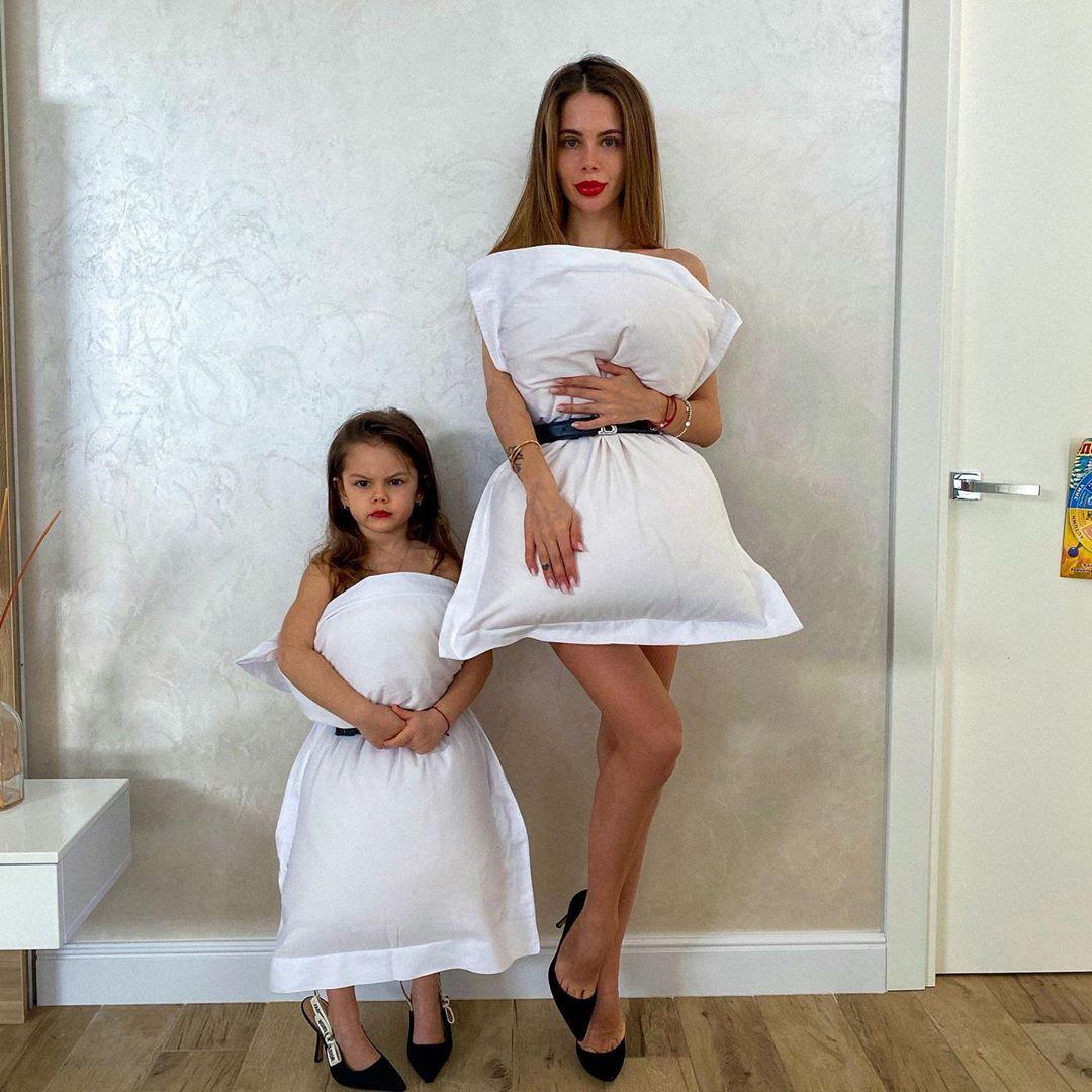 Карина Левінська з донькою