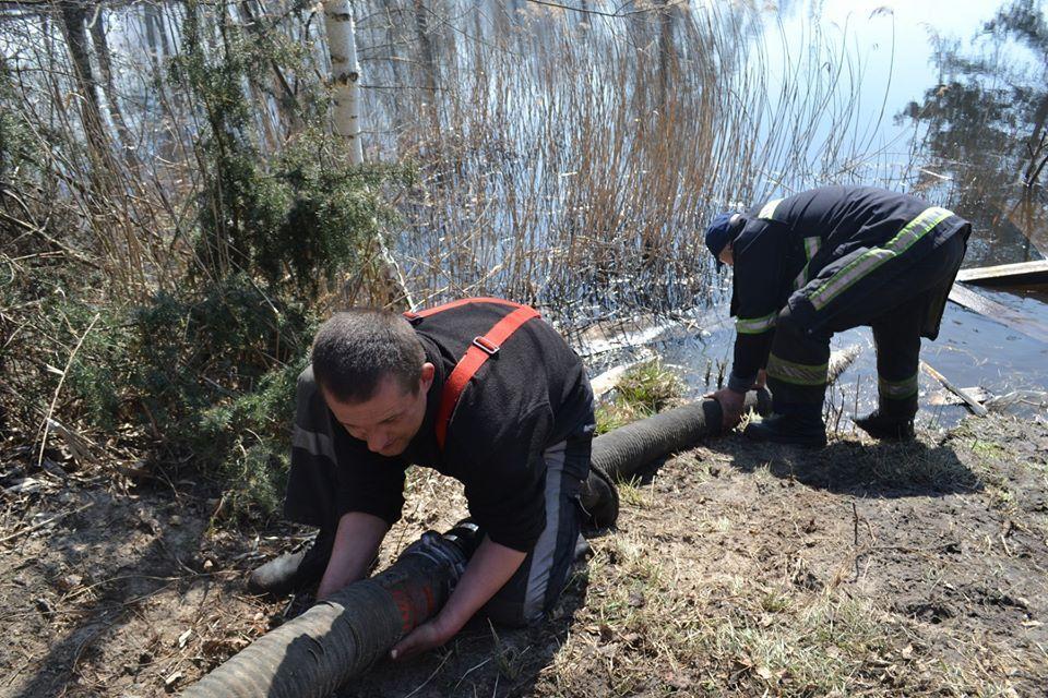 Спасатели 10 дней ликвидируют пожар