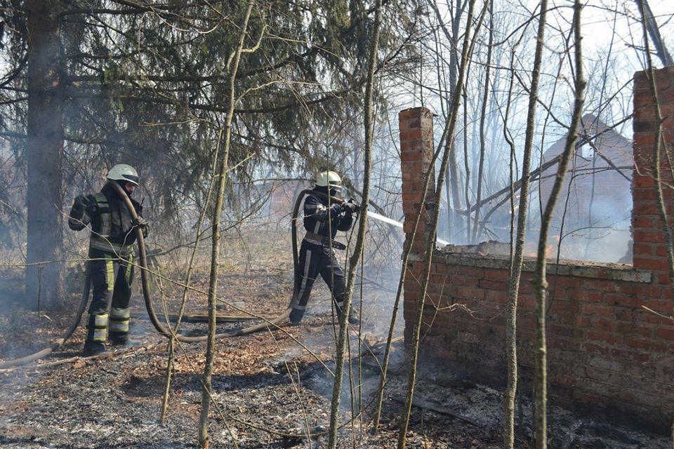 В зоне выгорело несколько сел