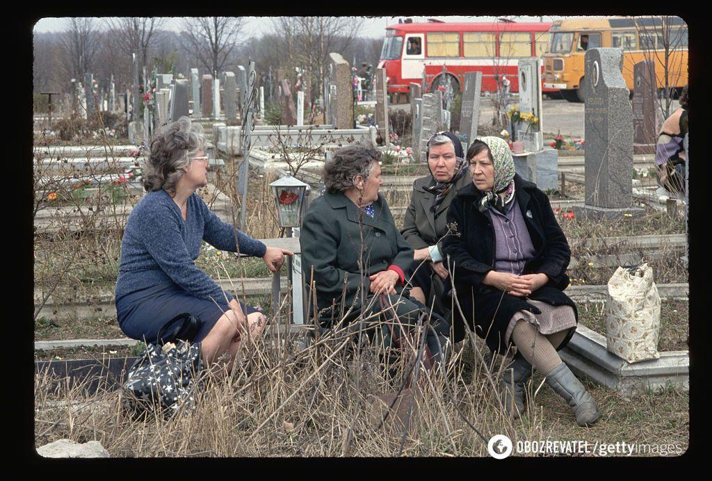 """Чи можна піти на цвинтар на """"гробки"""": в МВС дали відповідь"""