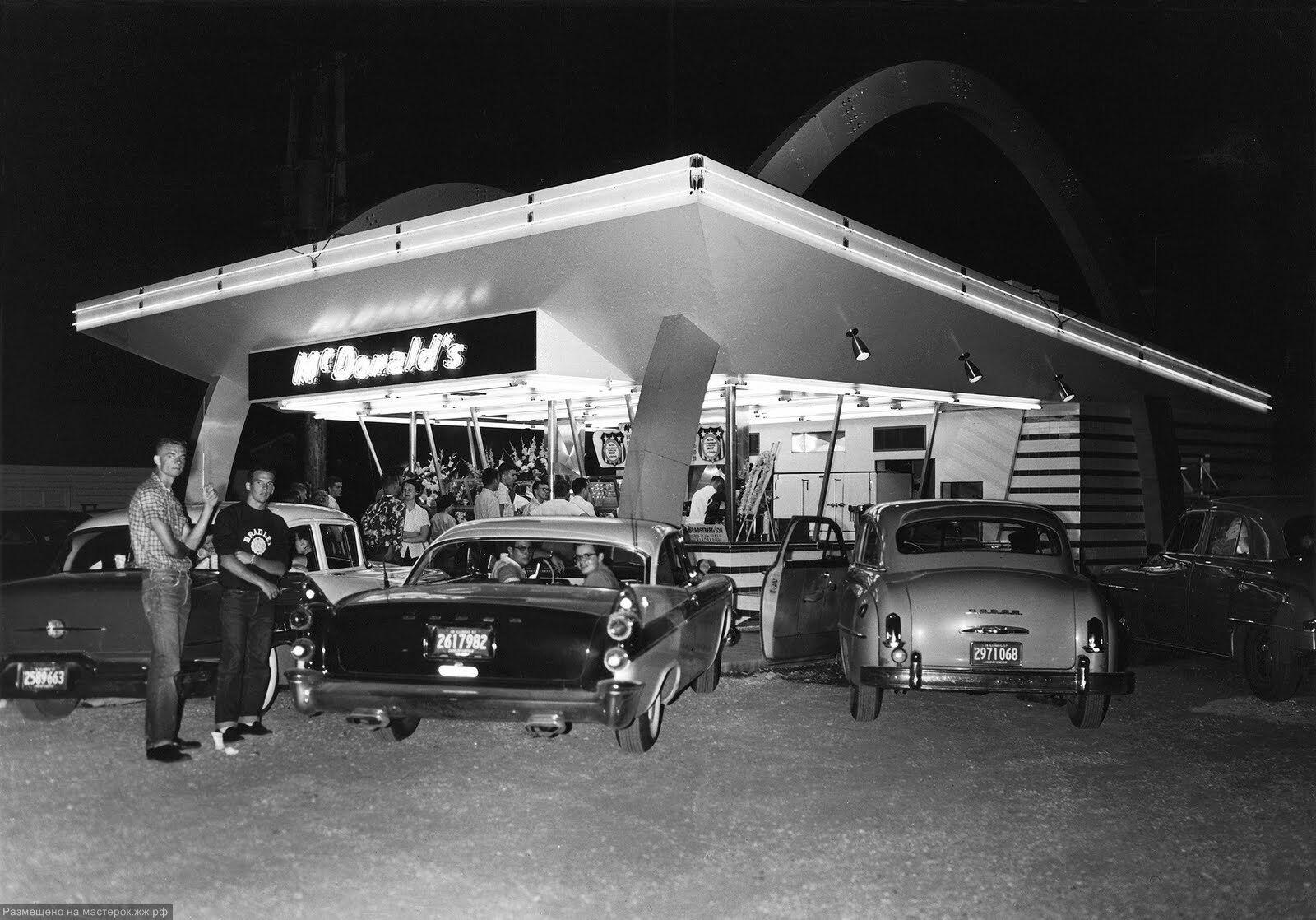 """Первый """"МакДональдс"""" в Дес-Плейнс, Иллинойс, 1955 год"""