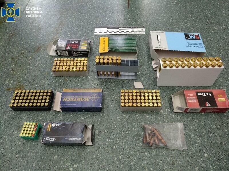 У поплічника генерал-майора СБУ Шайтанова виявили арсенал вогнепальної зброї та боєприпасів