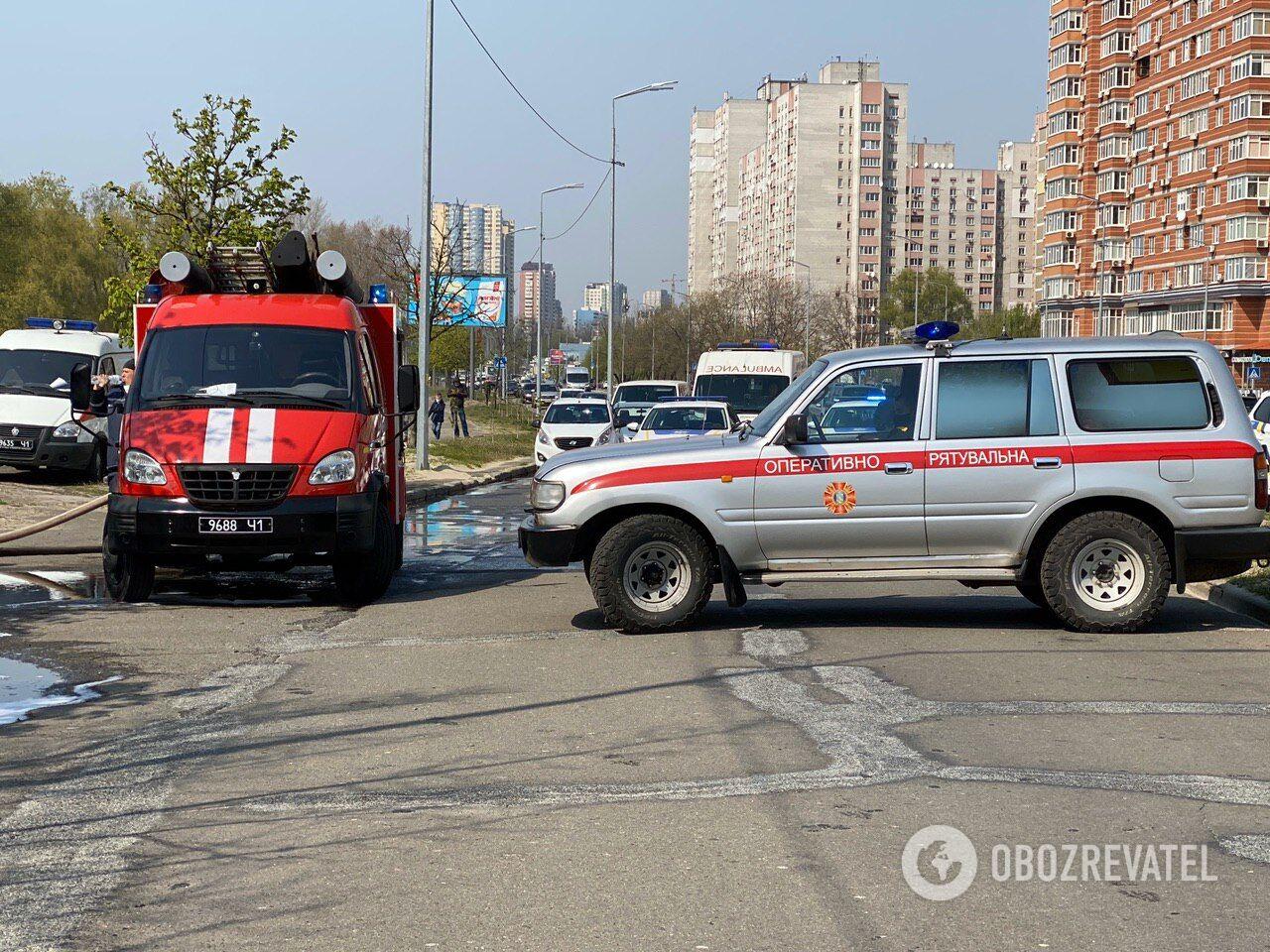 У Києві спалахнула масштабна пожежа в ресторані