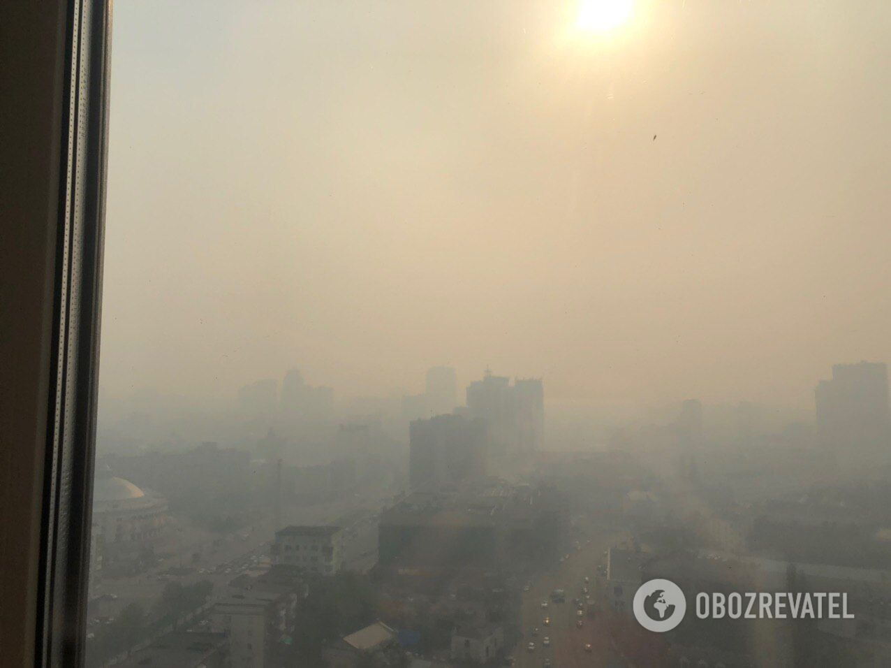 Київ огорнули хмари диму та пилюки