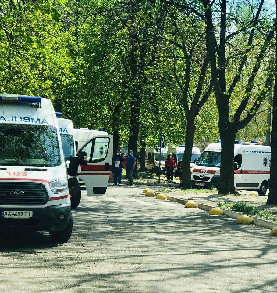 Скорые неслись по шоссе: в Киев прибыл борт с ранеными героями Донбасса