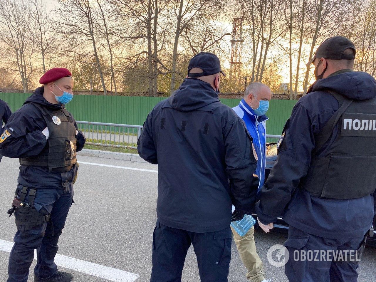 """Украинцы поехали встречать благодатный огонь в """"Борисполь"""""""