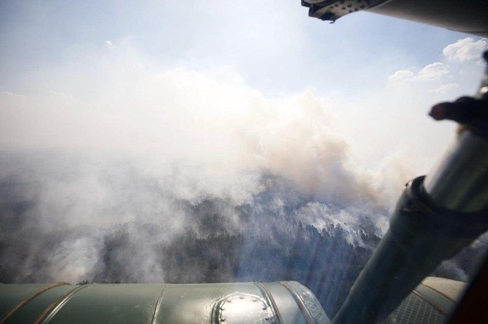 Подняли авиацию: Киевщина и Житомирщина продолжили бороться с огнем