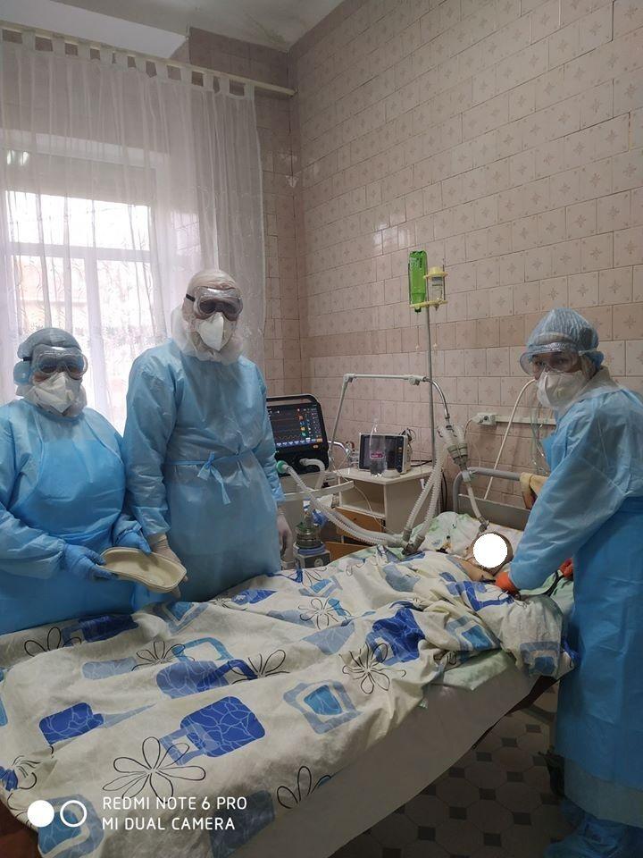Возле малыша дежурят 4 бригады медиков