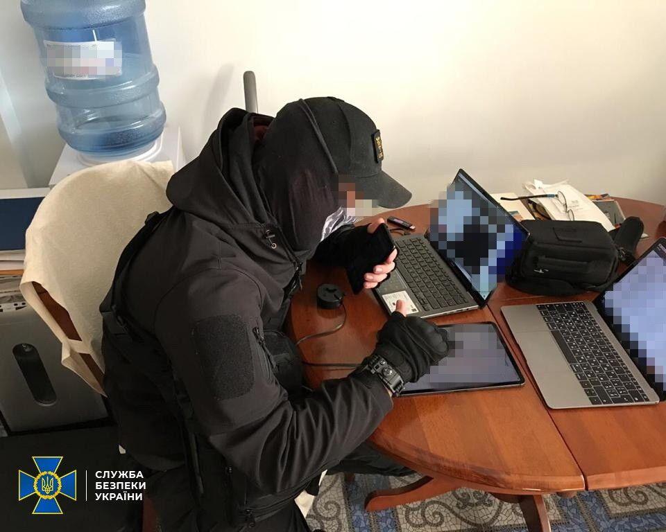 СБУ разоблачила чиновника одного из министерств на незаконной передаче секретных документов
