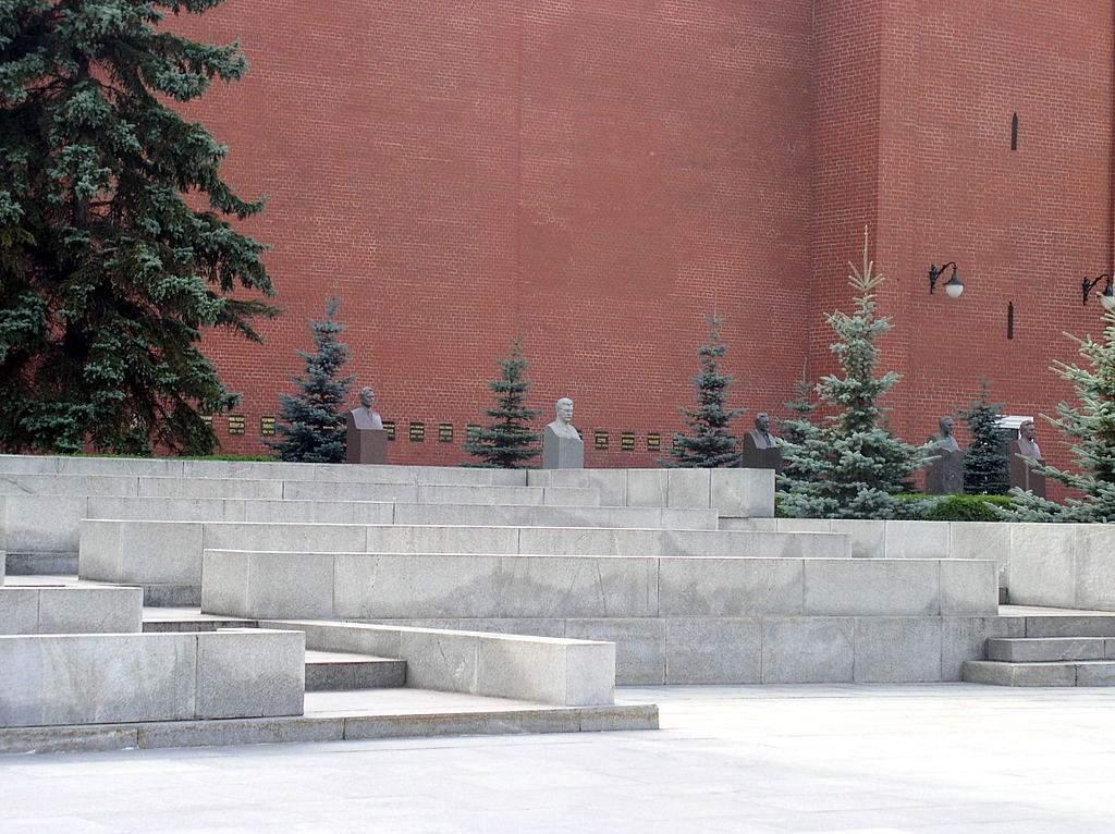 Тут, у Кремлівській стіні похована Інеса Арманд