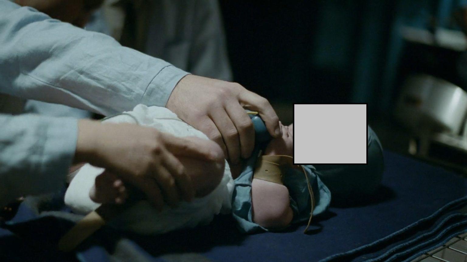 """Сцена насильства над дитиною в фільмі """"Дау"""""""