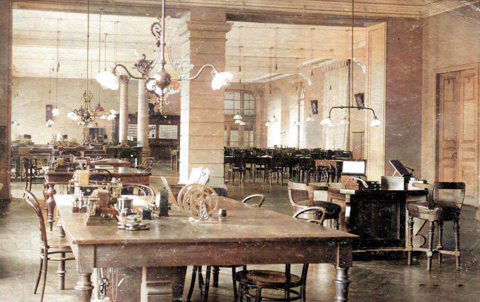 Телеграфний зал в будівлі пошти на Хрещатику в Києві