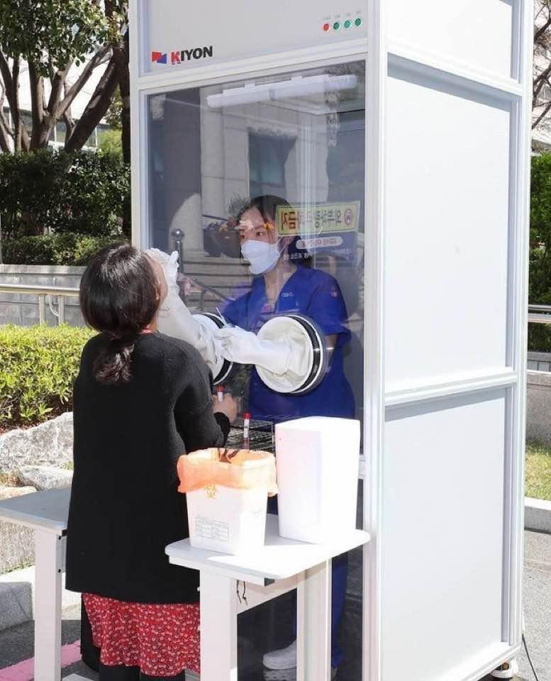 В Южной Корее проверяют на COVID прямо на улицах