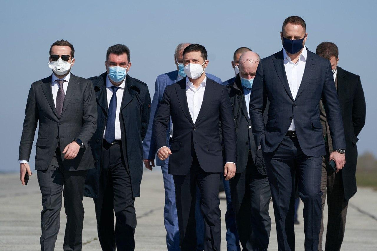 """""""Мрія"""" доставила в Украину медицинский груз из Китая: встречал лично Зеленский"""