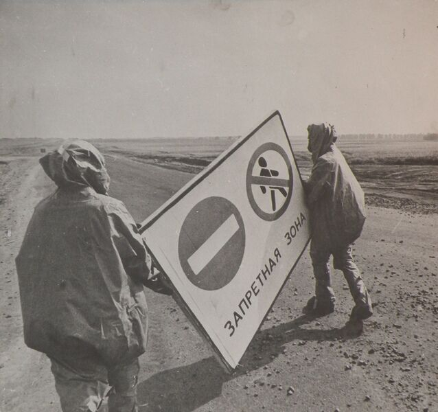 """Авария в Чернобыле: установка знака """"Запретная зона"""""""