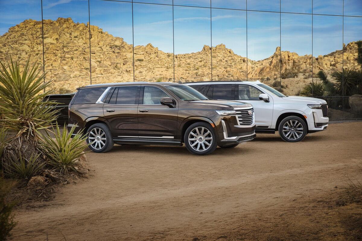 Стандартный Cadillac Escalade можно отличить по иной задней стойке.