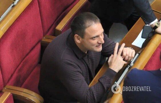 Дмитро Добкін хрустить пальцями у Раді