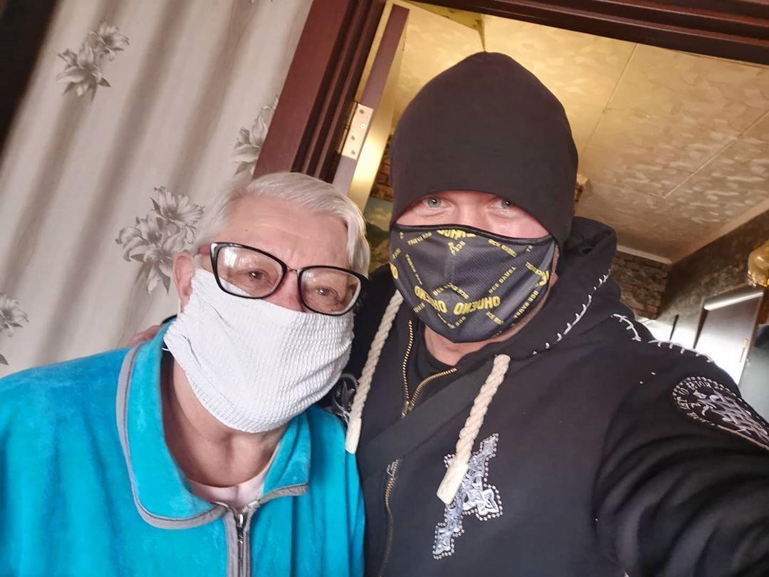 В'ячеслав Узєлков з мамою