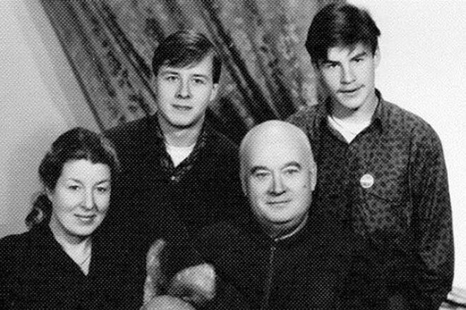 Евгений Моргунов с женой и детьми