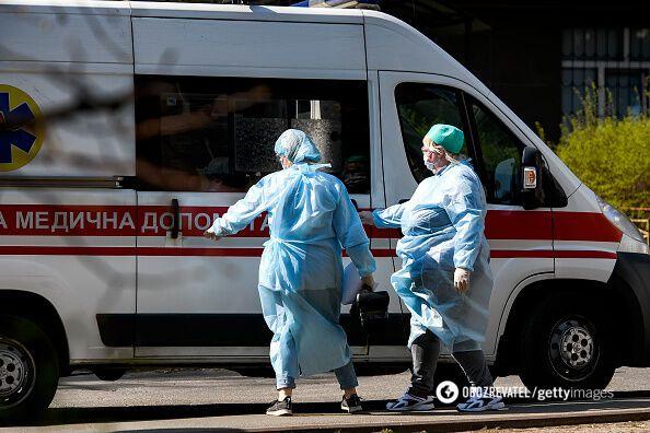 Средствами защиты врачей обеспечивали волонтеры