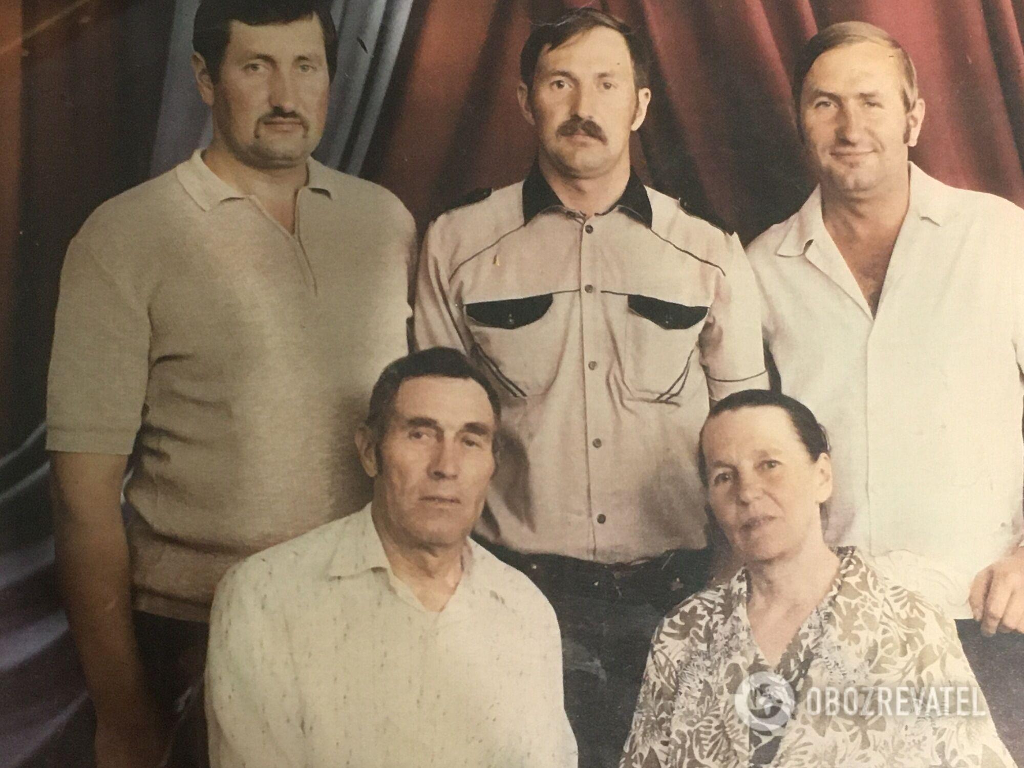 Иван, Петр, Леонид Шавреи с родителями