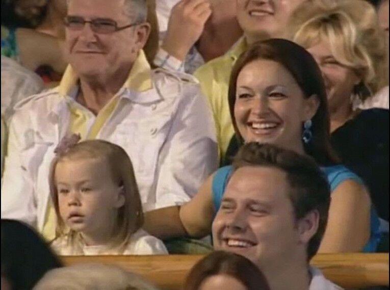 Внучка Олександра Маслякова в глядацькій залі КВН