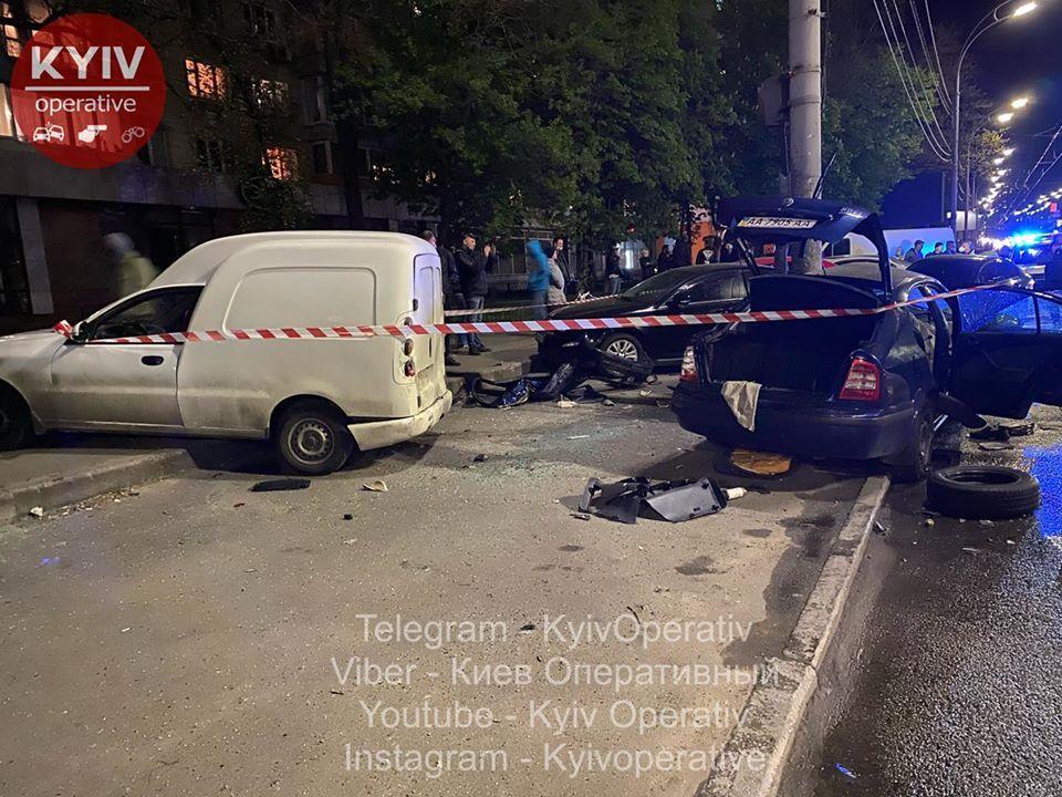 Skoda протаранила шість авто і перетворилася на мотлох: у Києві сталася масштабна ДТП