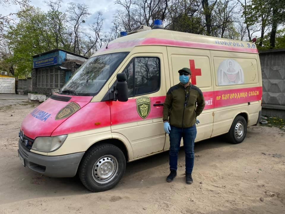 Автомобиль для перевозки умерших от COVID-19