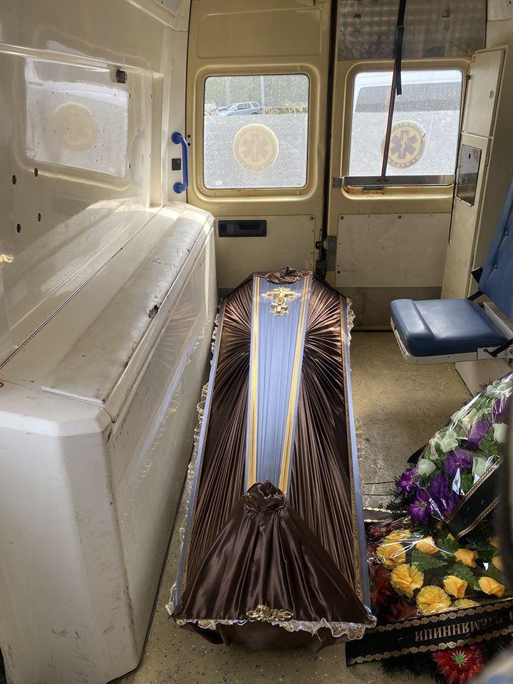 Перевозка умершего от коронавируса волонтерами