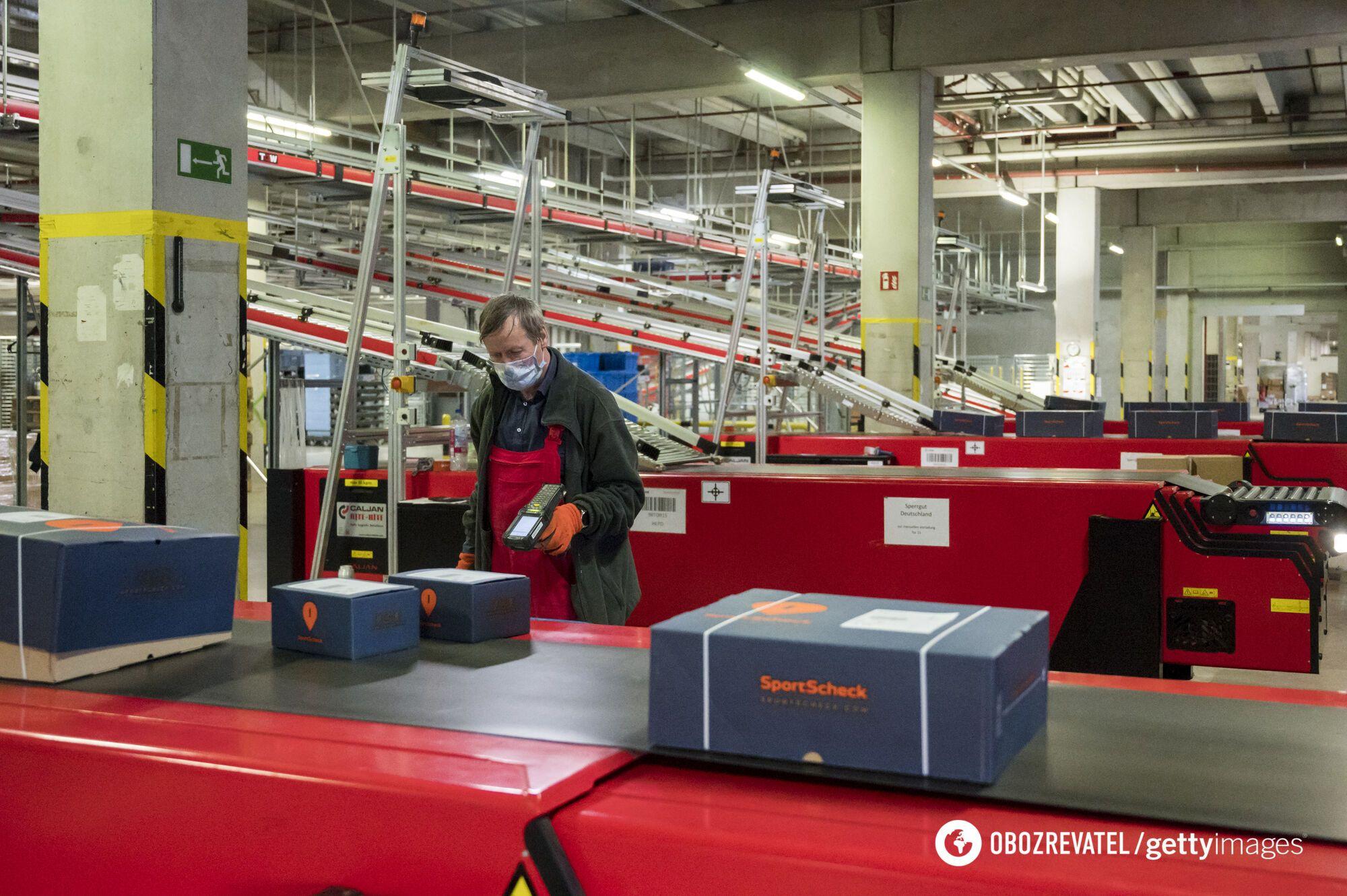 Для тех, кто остался в Польше, предлагают работу на складах и конвейере