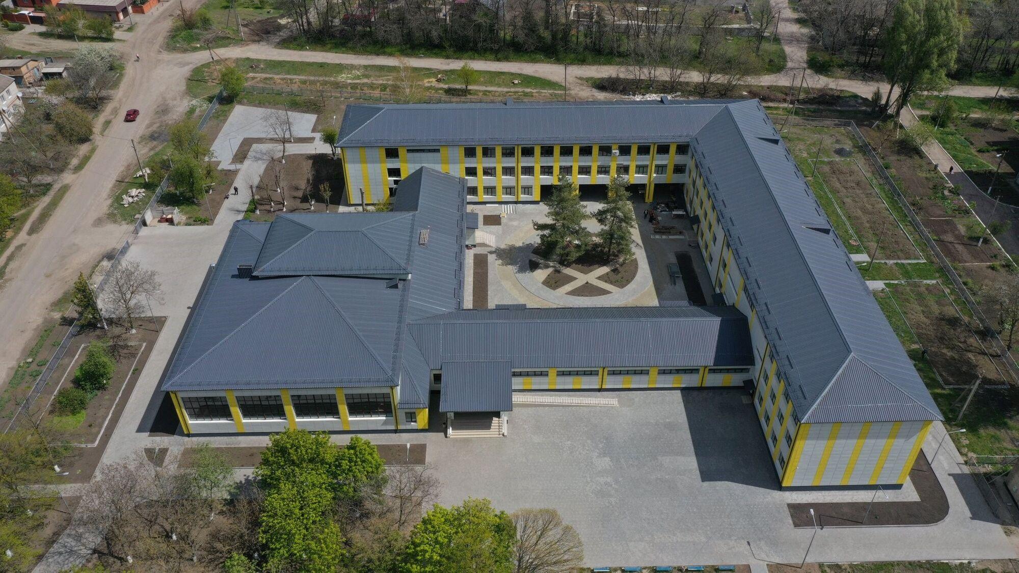 Дві старі школи в Апостоловому перетворять на яскраві сучасні будівлі – Голик