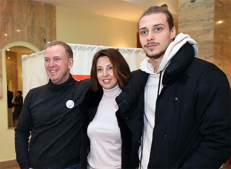 Виктор Рыбин, Наталья Сенчукова и их сын Василий