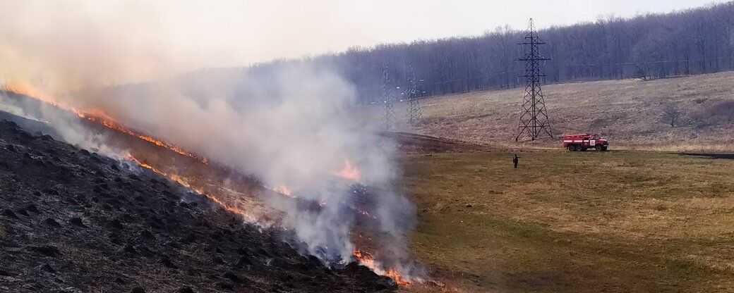 В Балаклее возле крупнейшего военного склада Украины вспыхнул пожар