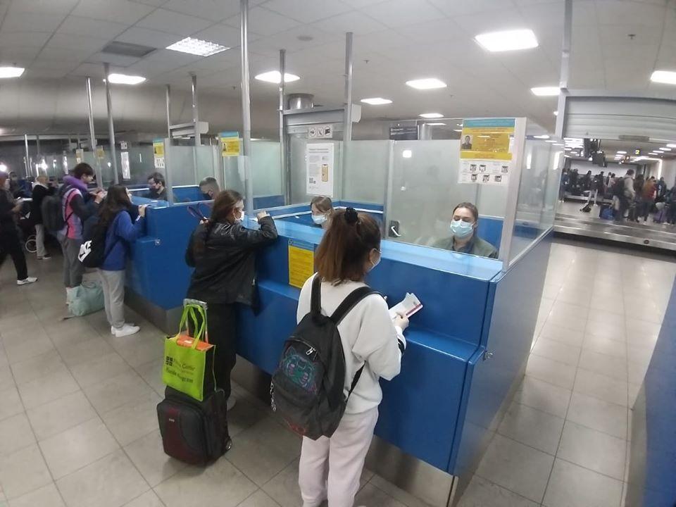 Пасажири евакуаційного рейсу із США у Борисполі