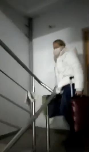 Инне пришлось подниматься на 16 этаж с чемоданами