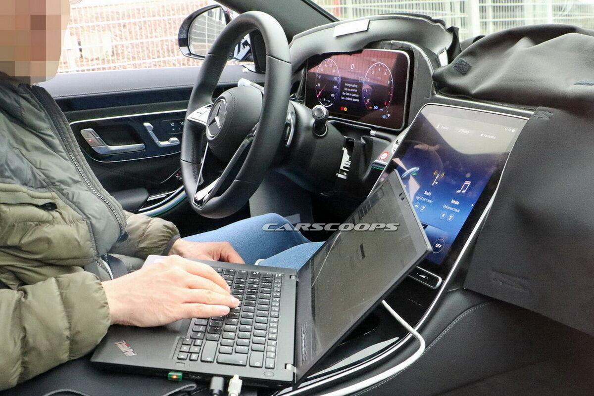 Mercedes-Benz S-Class получит большой сенсорный дисплей на центральной консоли