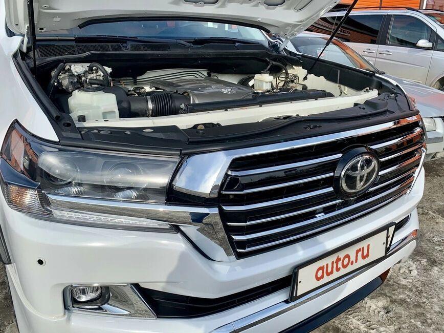 Toyota Tundra з обличчямLand Cruiser 200