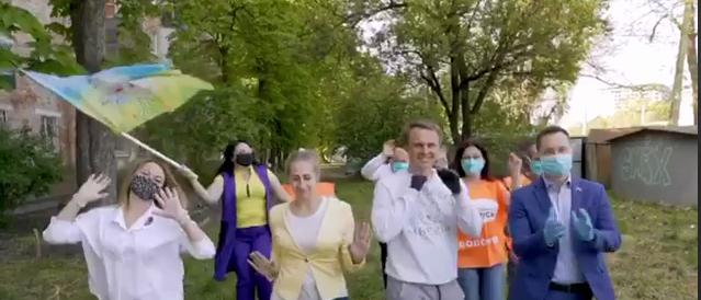 В России депутат появился в клипе с флагом Украины