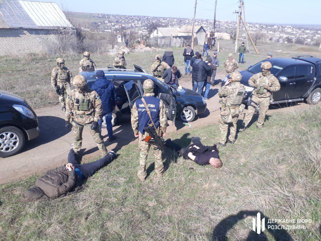Перевозил наличку террористам: задержан подполковник СБУ