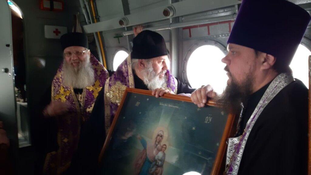 Смертоносная зараза!» В РПЦ устроили «крестный ход» с иконами н ...