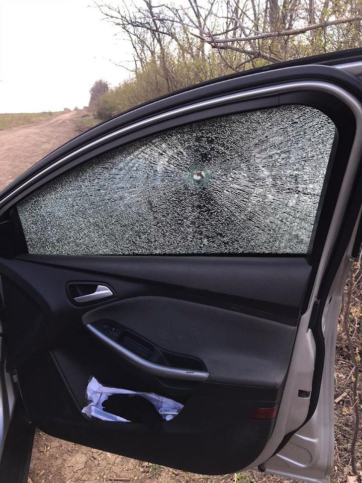 Терористи обстріляли авто журналістів