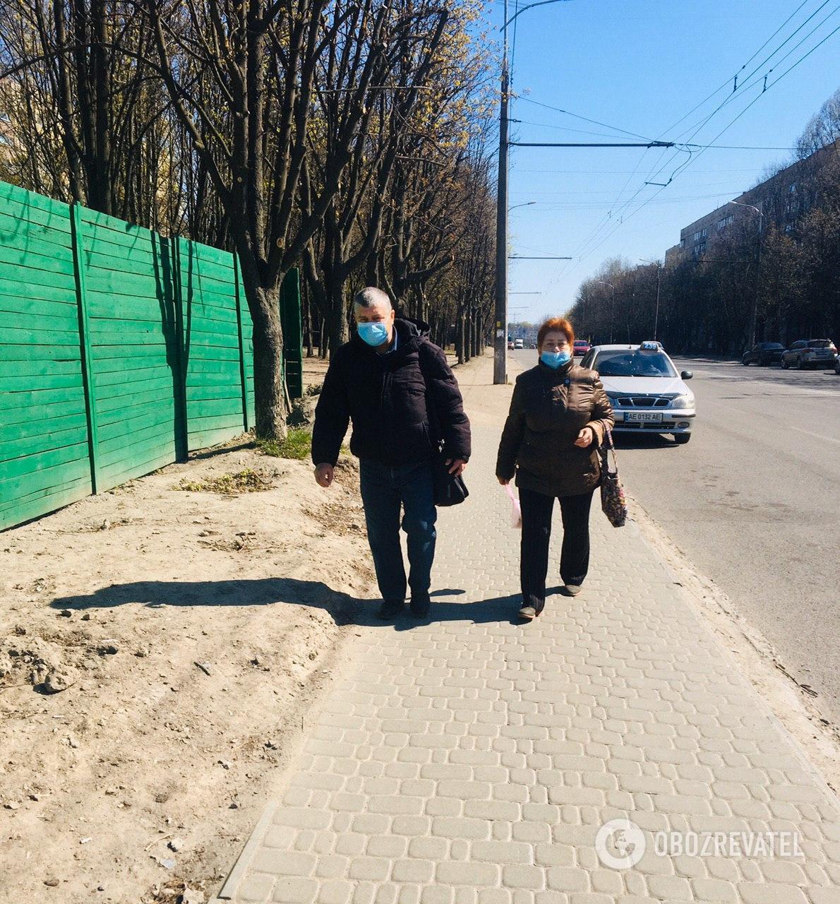 На вулицях Дніпра рідко зустрінеш городянина без медичної маски