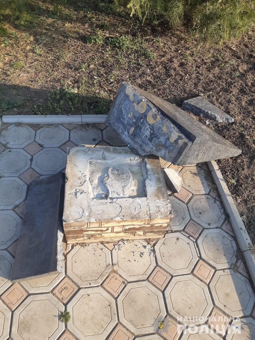 На Одещині п'яний неадекват розбив пам'ятник