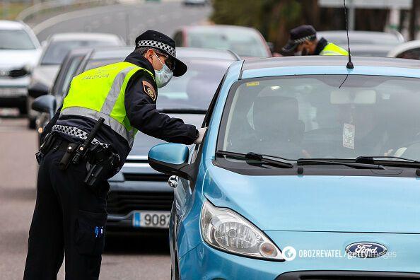Полиция в Валенсии контролирует соблюдение условий карантина