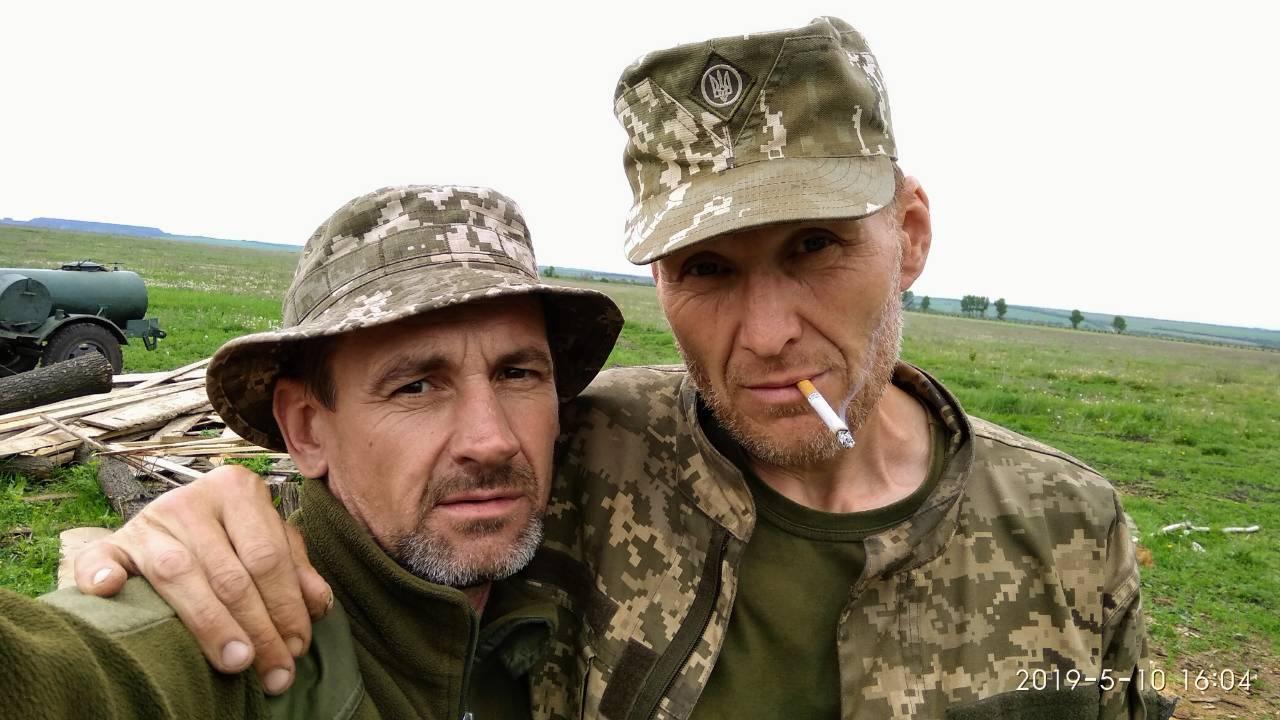"""Олексій """"Лісовик"""" Купріков з побратимом"""