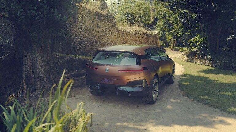 Концепт флагманского электрического кроссовера BMW iNext