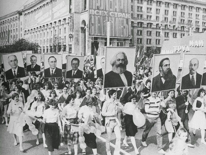 Парад у Києві на Хрещатику